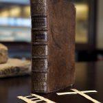 Échelles et croix de rameaux retrouvées dans un traité sur les maladies vénériennes, 1740.